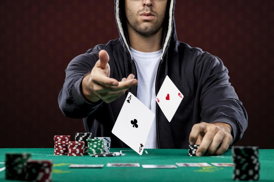 4389690-poker-900-600